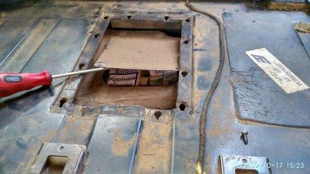 Митники на пункті пропуску «Лужанка» знайшли в паливному баку цигарки