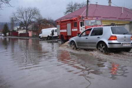 На Закарпатті підтоплені 490 га сільгоспугідь, 63 дворогосподарства, перекриті 3 автомобільні дороги – оперативка