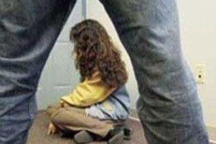 Бив, душив, гвалтував та зарізав!! Затримали чоловіка, який по-звірячому обійшовся з 7-річною дівчинкою