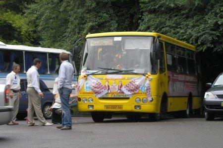 """""""Впав у прірву"""": Автобус з гостями розбився по дорозі на весілля"""