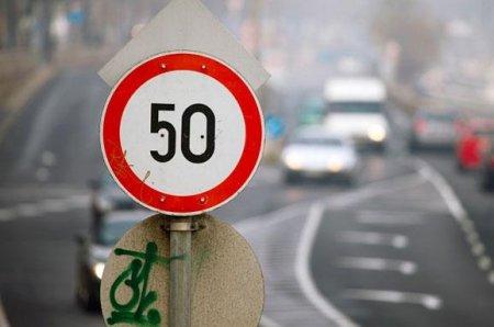 Рух 50 км/год - у поліції розповіли, кому можна їздити швидше