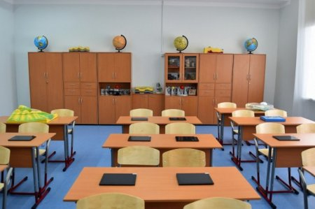 59-річну вчительку звільнили через стриптиз у класі