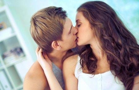 Які небезпечні хвороби можна отримати через поцілунки