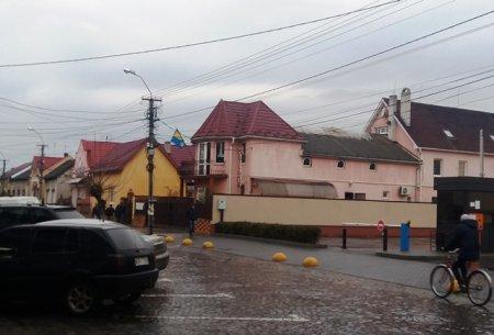 У Виноградові коктейлем Молотова підпалили магазин прибічників партії ВО «Свобода» (фото)