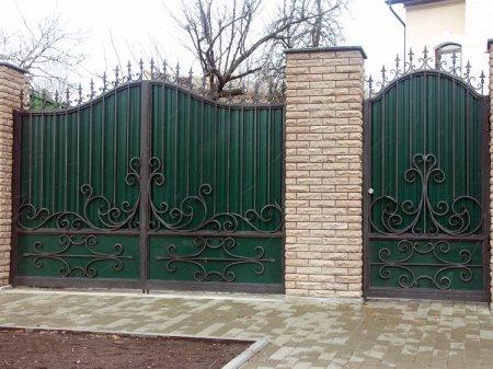 Крадуть все: на Виноградівщині з подвір'я викрали ворота