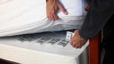 25 тисяч гривень злодій вкрав з під матраца закарпатця