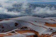 Дива природи: у нас снігу нема, а в пустелі Сахара він є