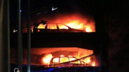 У Ліверпулі масштабна пожежа на автостоянці - згоріли 1400 автівок