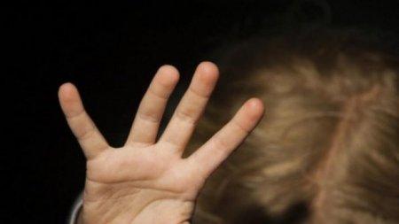 Чоловік ґвалтував трирічну доньку своєї співмешканки