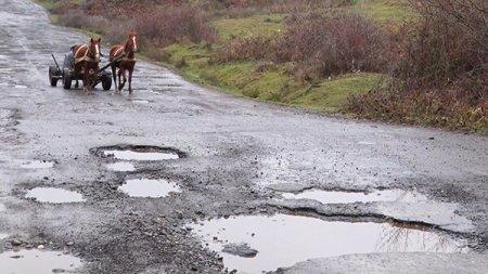Стан доріг у с. Черна Виноградівського району просто жахливий (відео)