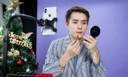 Китайський блогер по сім годин на день фарбував губи і заробив за рік 1,5 мільйона доларів (ФОТО)