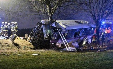 У Чехії сталася моторошна ДТП за участі автобуса: троє людей загинули, 45 – отримали травми