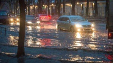 Сніго-дощовий армагедон. Українські міста і села потерпають від сильної негоди