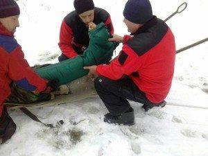 У горах Закарпаття один із туристів зламав ногу, ще двоє – зірвалися в прірву (ФОТО)