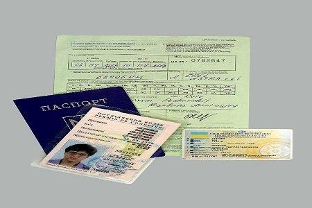 Які документи має право вимагати дорожній інспектор поліції