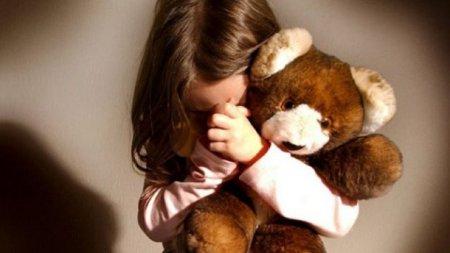 Чотири роки знущань! Батько регулярно гвалтував доньку, а мати…