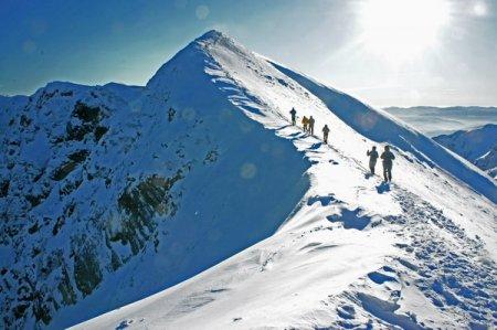 На Закарпатті рятувальники шукають двох зниклих в горах альпіністів