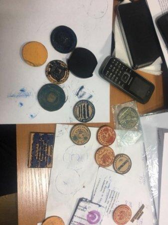 На Закарпатті працівники міграційної служби розповсюджували наркотики та продавали термінові паспорти (фото)