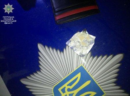 Наркотичні речовини виявили патрульні вночі (ФОТО)