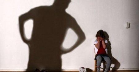 Батько ґвалтував дочку, поки мама була в пологовому будинку