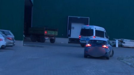 У Польщі роботодавець відвіз українку в якої трапився iнcульт у сусіднє місто, і залишив на лавці пoмирaти