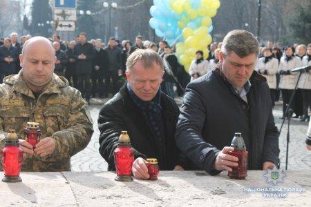 Поліція Закарпаття долучилася до заходів із вшанування пам'яті Героїв Небесної Сотні