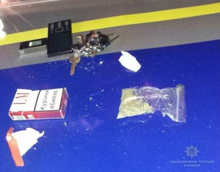 Берегівські правоохоронці вилучили підозрілого перехожого марихуану
