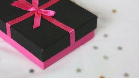 Наречений загинув відразу ж після весілля. А він тільки відкрив подарунок …