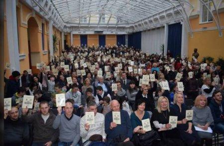 Закарпатці масово вчать угорську мову,щоб отримати угорський паспорт та виїхати з України