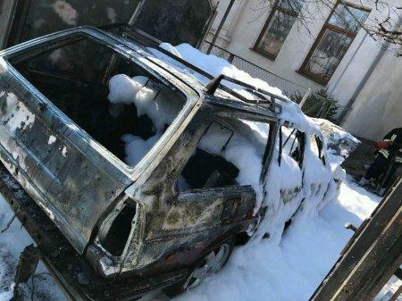 За вихідні на Закарпатті горіли чорити автівки: фото