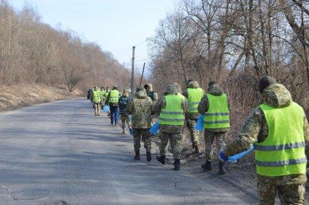 Мукачівські прикордонники долучилися до акції «За чисте довкілля» (ФОТО)