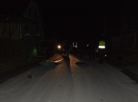 На Закарпатті смертельне ДТП – молода жінка за кермом збила людину та втекла (фото)