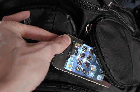 На Виноградівщині молодий чоловік викрав мобільний телефон у односельчанки