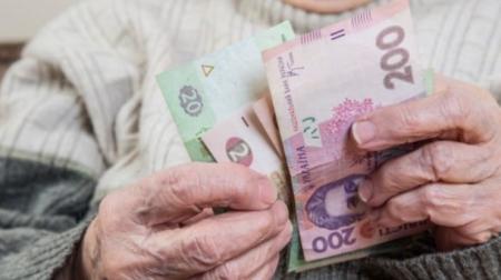 Закарпатським пенсіонерам повернуть податок, сплачений з пенсії