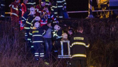У Словаччині потяг зійшов з рейок:18 постраждалих (ФОТО)