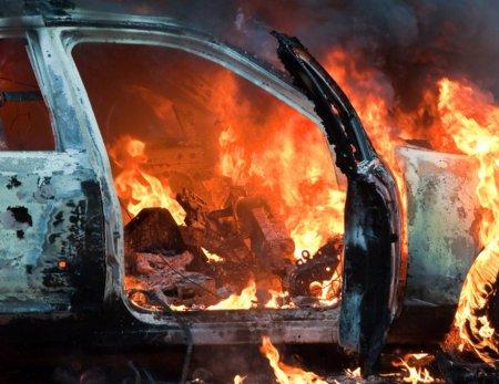 На Виноградівщині ромські розбірки: підпалили автомобіль