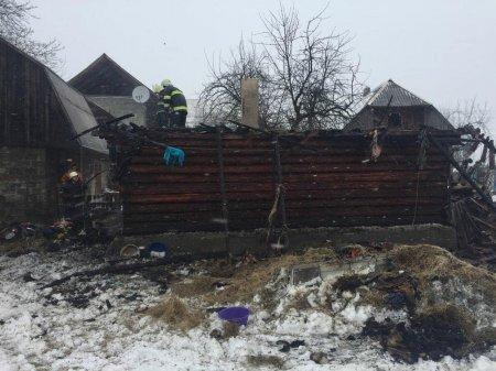 На закарпатті вогнеборці упродовж доби 4 рази гасили пожежі у господарських спорудах (ФОТО)