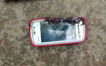 Вона просто розмовляла по телефону і він вибухнув: Дівчину вбив власний гаджет (ФОТО)