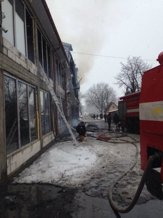 На Тячівщині згорів торговий центр
