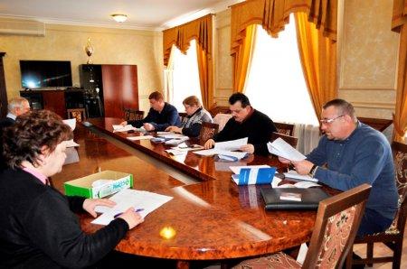 Готуючись до другого пленарного засідання 10-ї сесії облради, депутати обговорюють проекти рішень