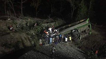 """""""Автобус злетів у яр і…"""": 19 пасажирів загинуло у жахливій ДТП"""