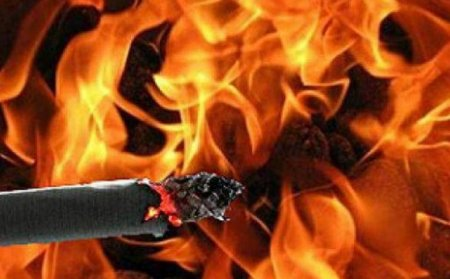 На Берегівщині у власному будинку згорів чоловік – заснув з цигаркою