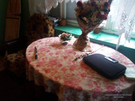 На Мукачівщині чоловіка мало не зарізала сусідка: поліція з'ясовує обставини