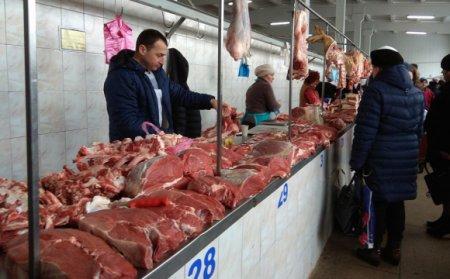 Перед Великодніми святами центральний ринок Мукачева переповнений людьми