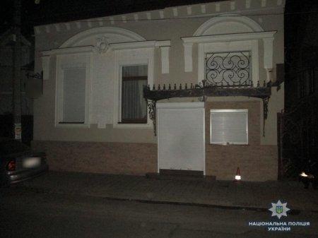 Стрілянина та бійка з ножами: Вночі в Мукачеві поліції довелось побігати