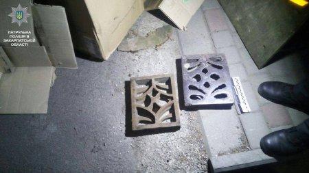 Завдяки патрульним  металеві решітки не встигли здати до металобрухту (ФОТО)