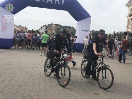Велопатрульні забезпечили охорону правопорядку під час масового забігу (ФОТО)