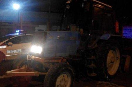 У берегівської поліції склалося враження, що трактор сам везе тракториста додому