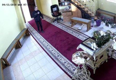 Тричі перехрестився і обікрав: соцмережі «підіpвало» відео з храму