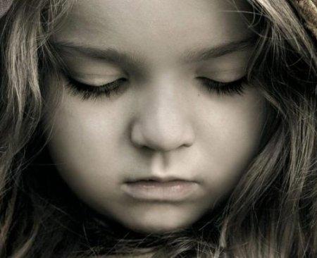 Батько всунув доньчині рученята у гарячу пiч - історія до сліз